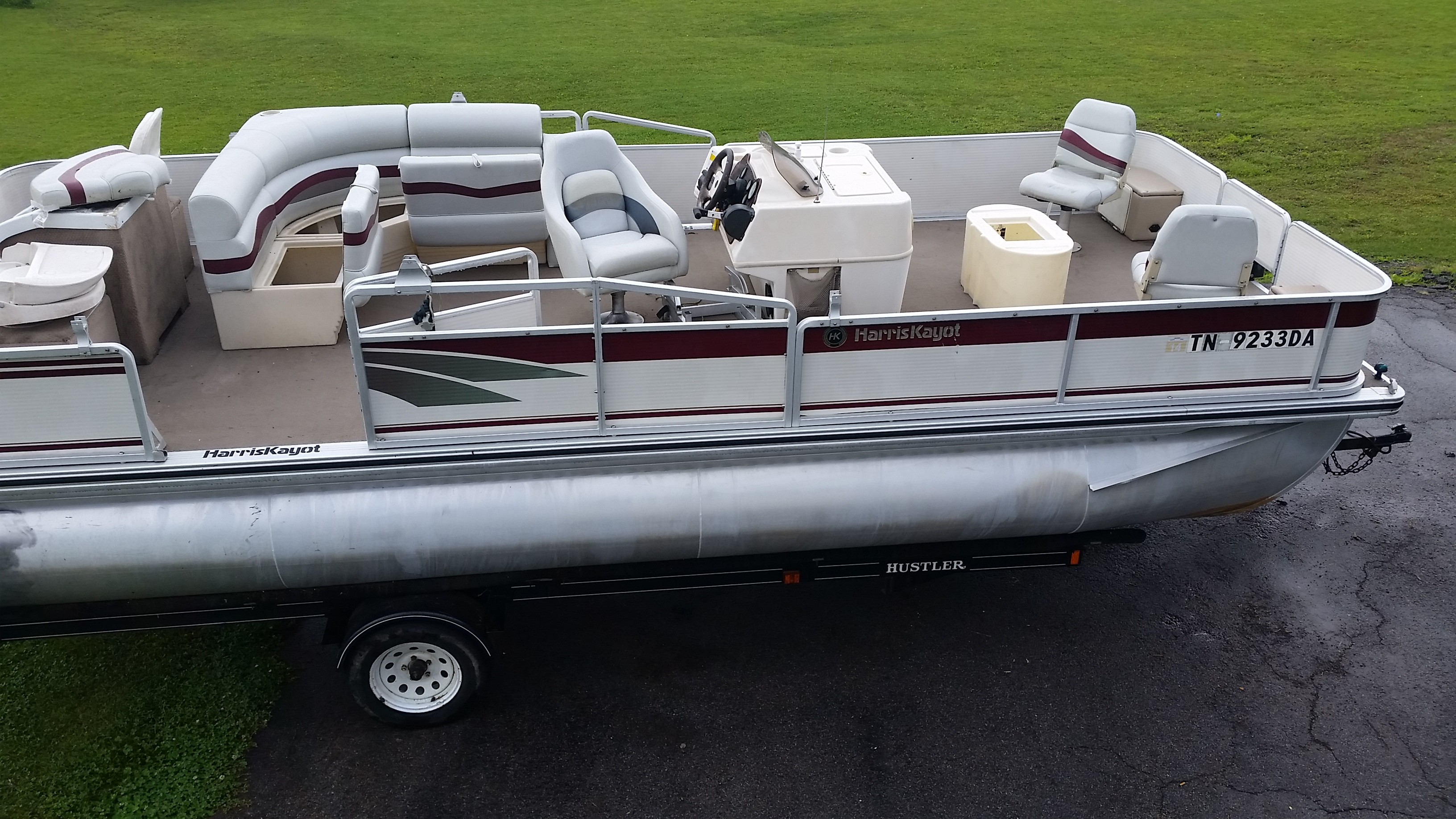 2000 Harris Fishing Pontoon