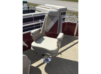 2018 **Discounted** 18' Leisure Kraft pontoon boat